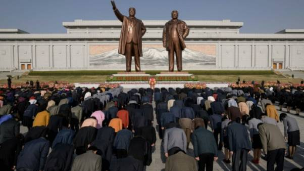 Jour du Soleil à Pyongyang: les Nord-Coréens rendent hommage à Kim Il Sung