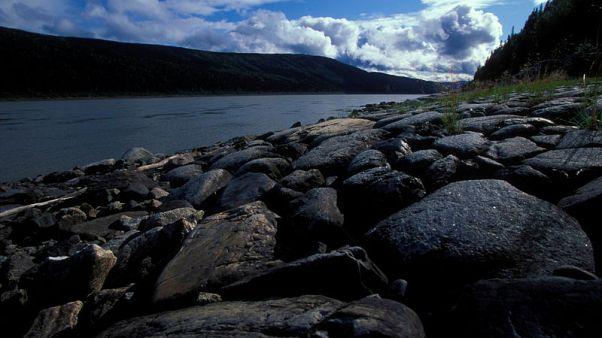 ذوبان مبكر لنهرين بألاسكا بعد شتاء دافئ