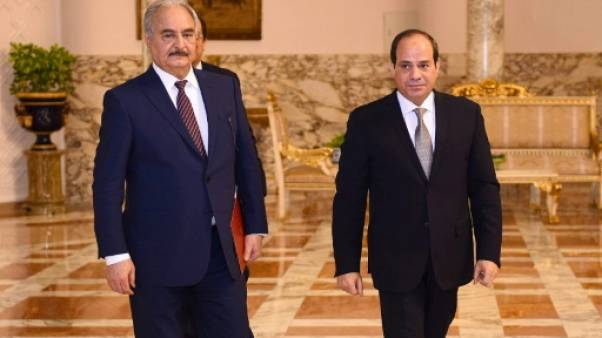 """Libye: pour l'emporter, Haftar devra """"retourner"""" les milices de l'ouest (experts)"""