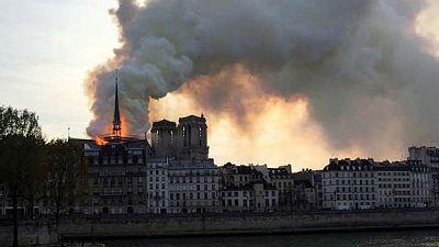 حريق يلتهم كاتدرائية نوتردام في باريس وماكرون يتعهد بإعادة بنائها