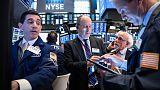وول ستريت تغلق منخفضة تحت ضغط الأسهم المالية