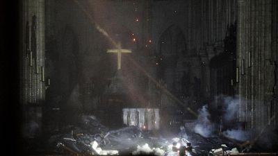 Notre Dame, le prime immagini da dentro
