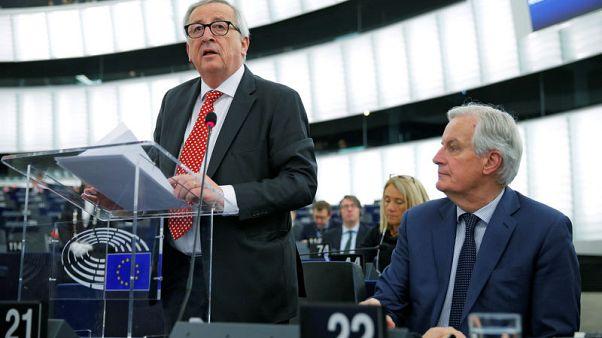 """يونكر: حريق نوتردام سبب """"جرحا"""" لأوروبا والاتحاد الأوروبي يتعهد بالمساعدة"""