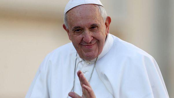 البابا فرنسيس يشاطر الفرنسيين حزنهم بعد حريق نوتردام