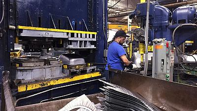 U.S. manufacturing output flat as auto production falls