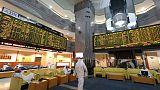 البنوك تقود صعود البورصة السعودية والأسهم المصرية تشهد موجة بيع