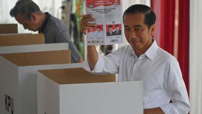Indonésie: le président sortant Joko Widodo donné gagnant face un ex-général