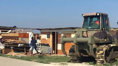 Abbattute case-baracche in ghetto Foggia