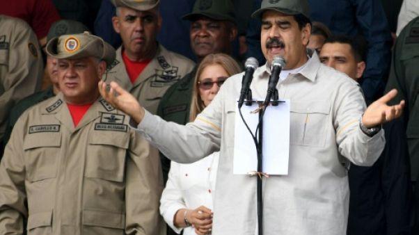 """Venezuela: Maduro juge """"illégales"""" les sanctions américaines contre la Banque centrale"""
