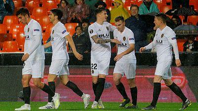 Valencia stroll into last four with 2-0 Villarreal win