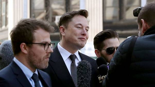 Tesla's Elon Musk, SEC ask court for another week to work out deal on Twitter use