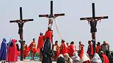 فلبينيون يحاكون صلب المسيح في يوم الجمعة العظيمة