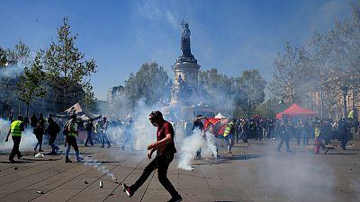 Yellow vest demonstrators, police clash in Paris