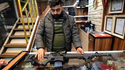 A Mossoul après l'EI, les armes se vendent et inquiètent