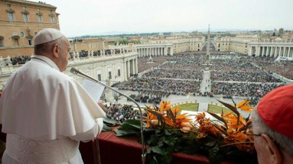 """Le pape exprime sa """"tristesse"""" dans un message pascal endeuillé par le Sri Lanka"""