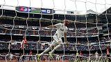 ثلاثية بنزيمة تعيد ريال مدريد إلى طريق الانتصارات في الدوري