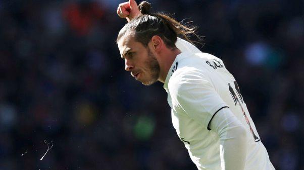 Zidane bemused as Spanish press round on Bale