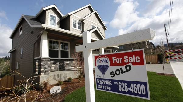 U.S. home sales slump ahead of spring selling season