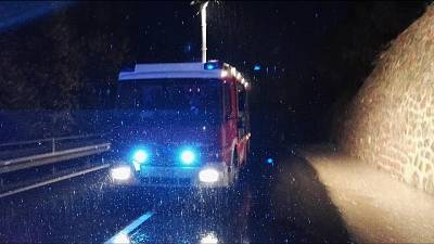 Scende dopo incidente e viene travolto
