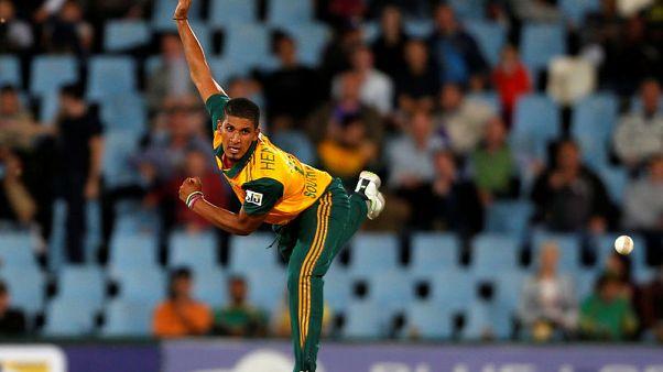 Mumbai Indians sign Hendricks to replace injured pacer Joseph