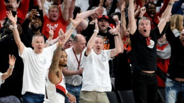NBA: un panier fou de Lillard envoie Portland en demie de conférence
