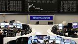 أسهم أوروبا تتراجع لمخاوف من وقف الصين إجراءات التيسير النقدي