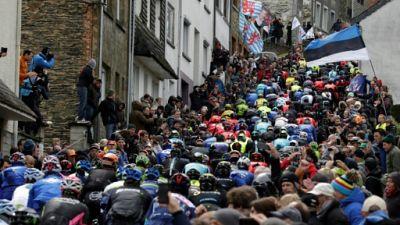 Le peloton lors de la 102e édition de Liège-Bastogne-Liège le 24 avril 2016