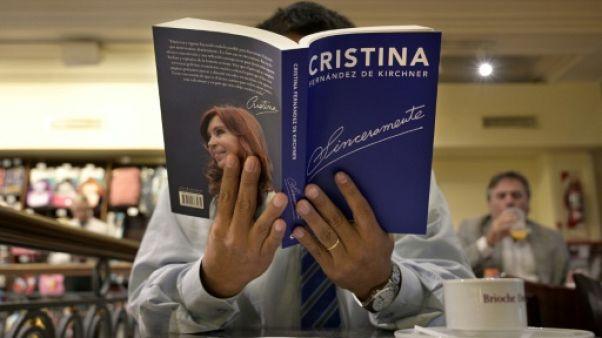 Argentine: Kirchner publie un livre en guise de lancement de campagne