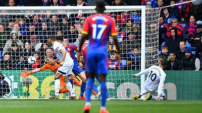 Everton held to goalless draw at Palace