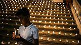 Attentats au Sri Lanka : la communauté chrétienne, sous haute surveillance, pleure ses morts
