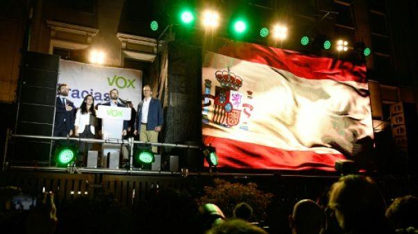 """Déçus, les militants d'extrême droite saluent la """"révolution"""" Vox en Espagne"""