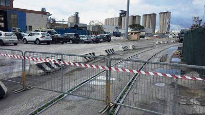 Porti, silos Ancona giù con esplosivo