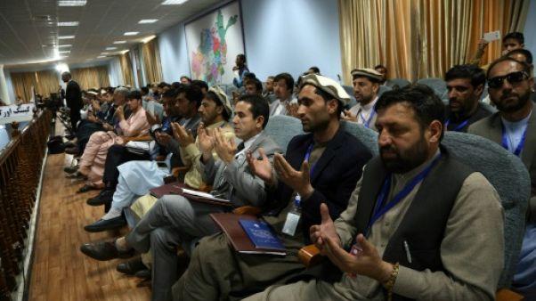 """Afghanistan: des milliers de participants à Kaboul pour une """"loya jirga"""" sur la paix"""