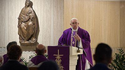 Papa: prega per difficile momento Italia
