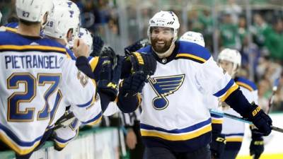 Play-offs NHL: Saint-Louis prend les devants à Dallas