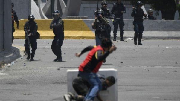 Venezuela: Guaido appelle à poursuivre les protestations après une tentative de soulèvement