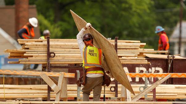 U.S. labour costs increase moderately in first quarter