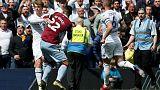 إلغاء طرد الغازي لاعب أستون فيلا واتهام بامفورد بخداع الحكم