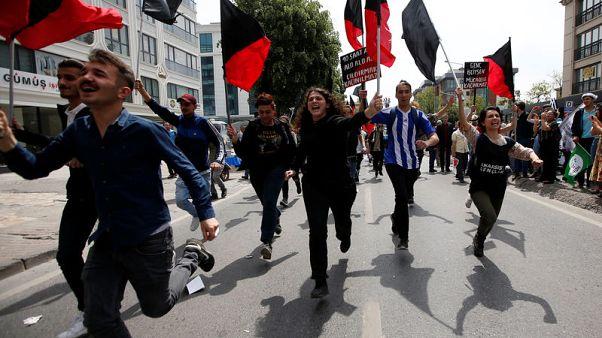 تركيا تعتقل 137 شخصا في مظاهرات باسطنبول في عيد العمال