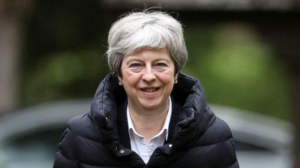رئيسة وزراء بريطانيا تشجع النساء على السعي لمنصب محافظ البنك المركزي