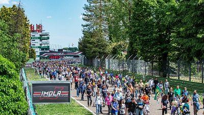 In migliaia a Imola per ricordare Senna