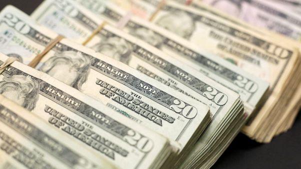 الدولار ينتعش بعد خسائر والأنظار على بنك إنجلترا