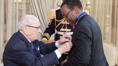 Tunisie : le président Béji Caïd Essebsi décore le président du Groupe de la Banque africaine de développement dans l'Ordre national du mérite