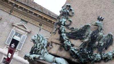 Papa: attesa santità da chi opera S.Sede