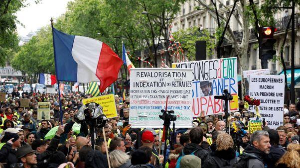 احتجاجات السترات الصفراء بفرنسا تسجل أقل مشاركة بعد اشتباكات الأربعاء