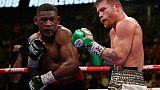 Boxe: Alvarez domine Jacobs et consolide son statut de roi des moyens