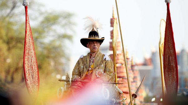 موكب ملك تايلاند الجديد يجوب شوارع بانكوك لتحية الرعية