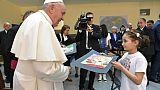 Le pape en Bulgarie rencontre des réfugiés et célèbre 245 commmunions