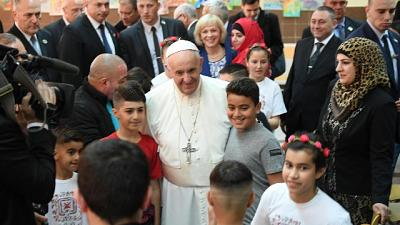 Papa: mondo migranti è croce umanità