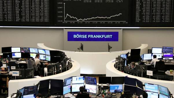 European shares struggle as trade concerns weigh